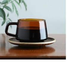 Grande tasse à café sepia et soucoupe en bois